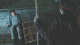 - What are you doing down there? - I fell over. - What did you fell over for? - It did not do it on purpose...